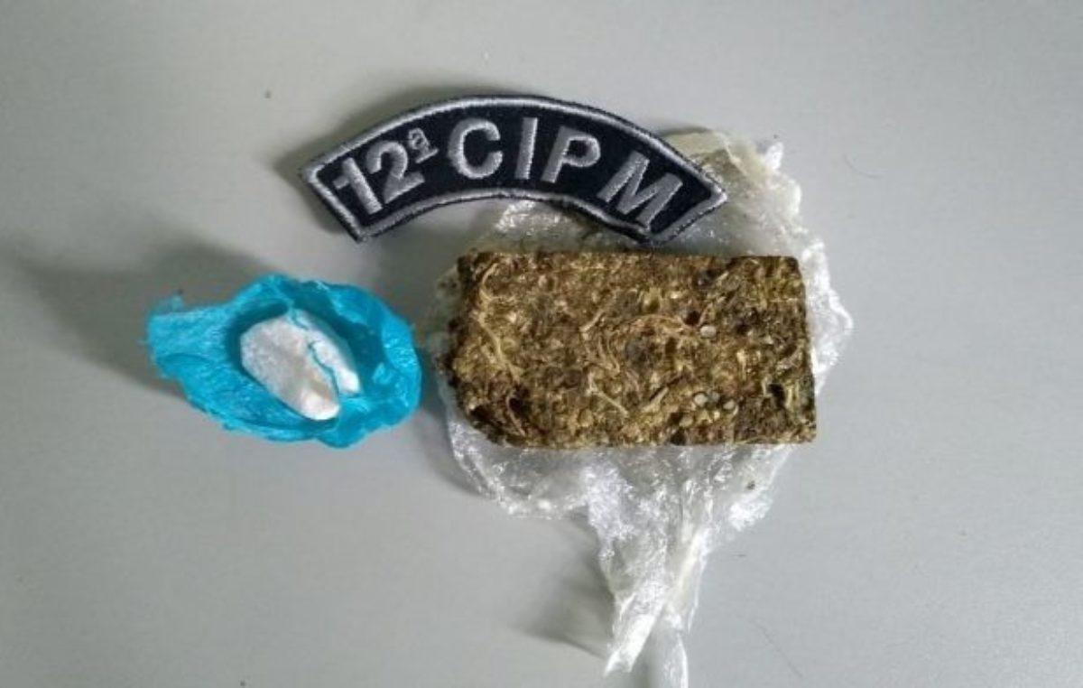 Camapuã: Policial desconfia de passageiro em ônibus e PM apreende trouxinhas de maconha e cocaína