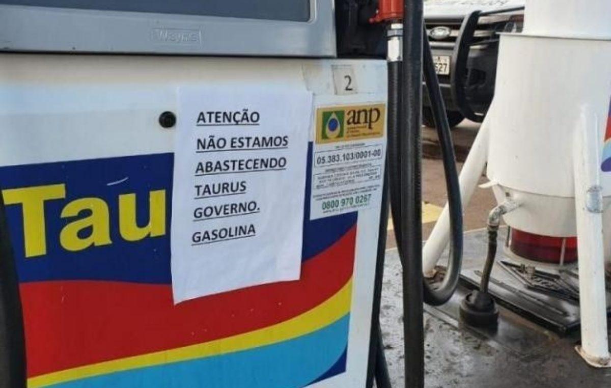 Sem poder repassar alta, postos suspendem gasolina para a frota do governo