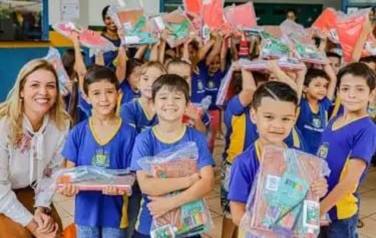 Educação: Alunos da rede municipal de São Gabriel do Oeste recebem kits de material escolar